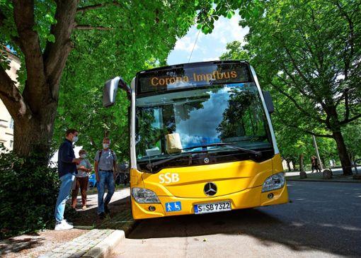 Der Impfbus macht an verschiedenen Standorten in Stuttgart Station. Foto: Lichtgut/Leif Piechowski