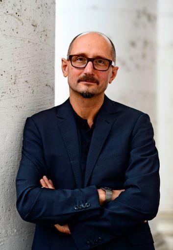 Heinrich Steinfest  macht seine Lesung für die  Stuttgarter Buchwochen am 20. November online.  Foto: dpa, Arne Dedert