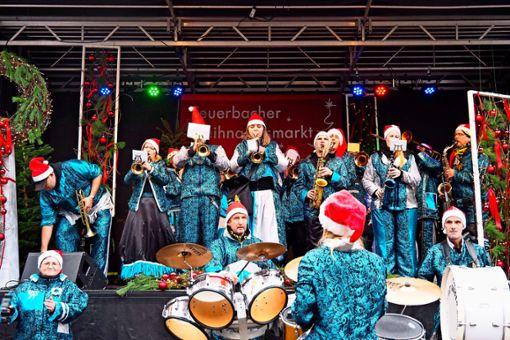 Fantasievolle Kostüme, laute, schräge Töne und viel Spaß sind die Markenzeichen von Guggenmusik- Bands wie der First Guggen Band. Foto: Marisa Sass-Baitis