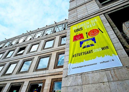 Bleiben Sie uns treu: Auch am  Stuttgarter Rathaus wird für die Aktion geworben.   Foto: z/LHS/Leif Piechowski