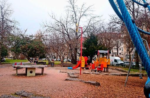 Wird im Herbst saniert, erweitert und gleich noch unter ein dem Flecken gemäßes Motto gestellt: der Spielplatz neben der Liebfrauenkirche im Seelberg. Foto: lako