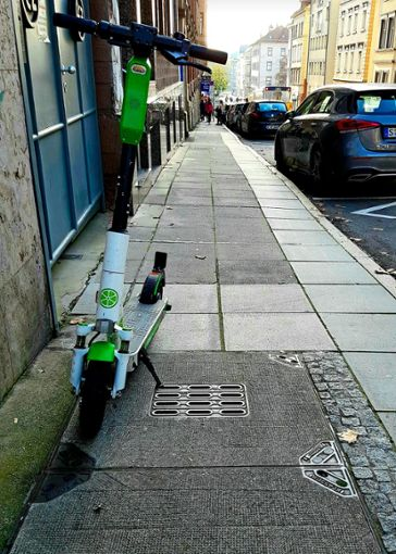 Ärgernis in Stuttgart: Die Elektroroller stehen überall im Weg rum. Foto: Tatjana Eberhardt