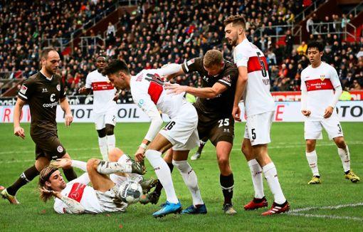 Hart umkämpftes Unentschieden auf St. Pauli mit Folgen. Foto: dpa/Christian Charisius