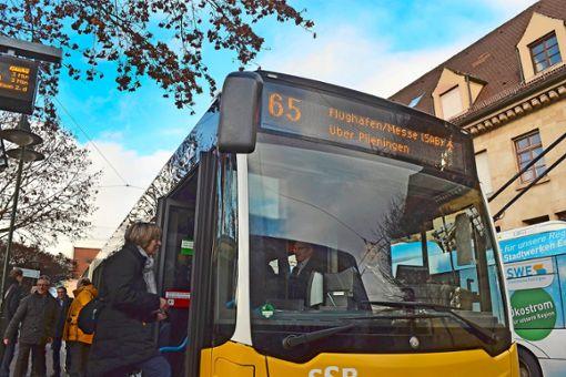 Bereit zum Abflug: Mit der Buslinie 65 erreicht man nun ohne Umsteigen den Flughafen. Foto: Thomas Graf-Miedaner
