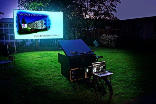 Das mobile Hinterhofkino bringt Abwechslung in den von Corona geprägten Alltag.   Foto: z/ Hinterhofkino