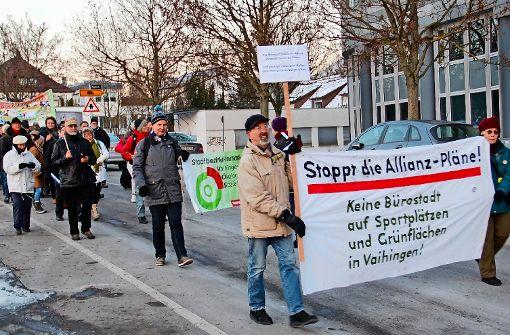 Ulrich Stolz (vorn links) engagiert sich seit sieben Jahren im Widerstand gegen S21 – seit Beginn der Allianz-Planungen auch in Vahingen. Foto: Pehar