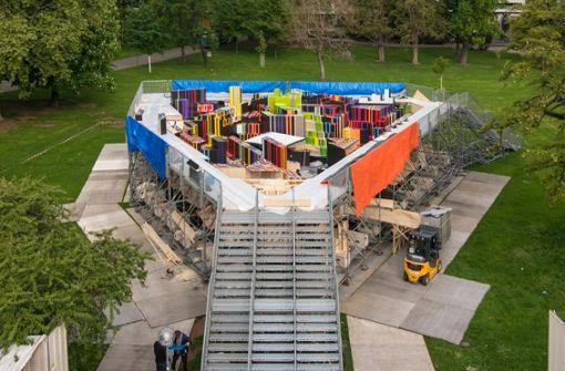 Das begehbare Modell des Rosensteinquartiers – hier noch im Aufbau. Foto: z, Björn Klein
