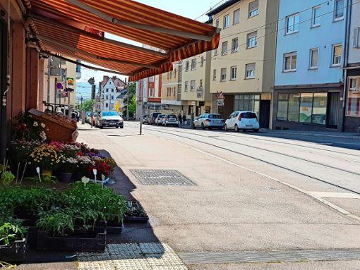 In Gaisburg ist eine Schließung der Zufahrt von Wangen her in Richtung Landhausstraße im Gespräch. Was würde dies für den Einzelhandel bedeuten? Foto: Tatjana Eberhardt
