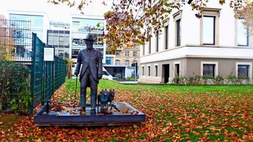 Am 2. Oktober 1921 ist König Wilhelm II. verstorben. Das Stadtpalais – hier steht auch seine Statue mit seinen zwei Spitzen – erinnert an den Stuttgarter König, den letzten König von Württemberg. Foto: Katrin Schenk