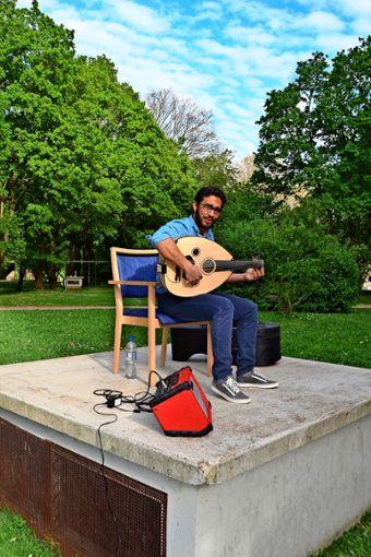 Mohamed Sellami in Freiberg hat für die Anwohner ein Nachbarschaftskonzert gegeben. Foto: privat