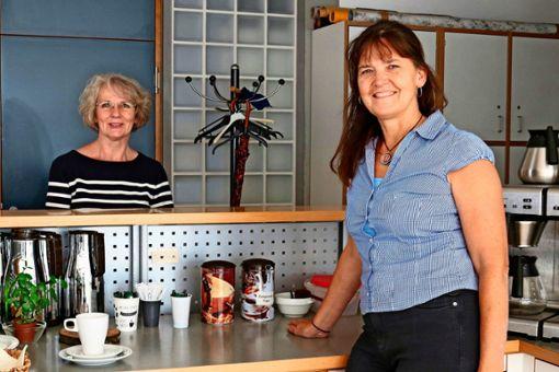 Andrea Heinze (links) und Karin Funk freuen sich wieder auf Gäste.  Foto: Eva Herschmann