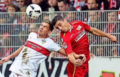 Simon Terodde (links) ist einer der Gewinner beim VfB Stuttgart. Foto: dpa