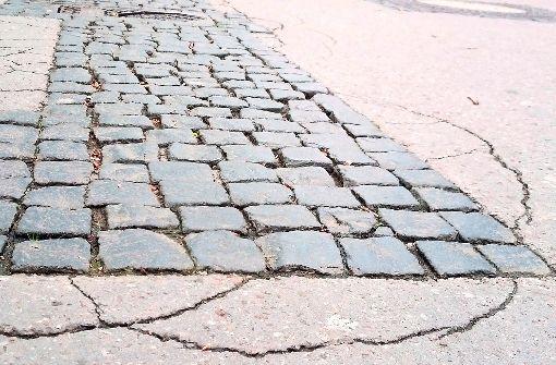 Der Belag-Mix der Marktstraße war einst Absicht. Der Belag-Zustand missfällt vielen seit Langem. Foto: lako