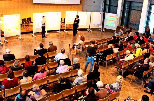 Denkanstöße aus den Workshops wurden im Großen Sitzungssaal des Stuttgarter Rathauses präsentiert. Foto: te