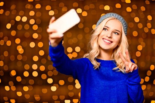 Warum nicht mit Aktionen werben, die jeder gern und schnell macht  – wie ein Selfie in stimmungsvoller Umgebung mit Adventsgruß?   Foto: Colourbox, Vadym Drobo